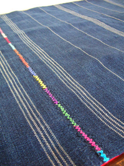 table cloth (fitted  size)-a close look.jpg