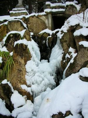 冬の滝.JPG
